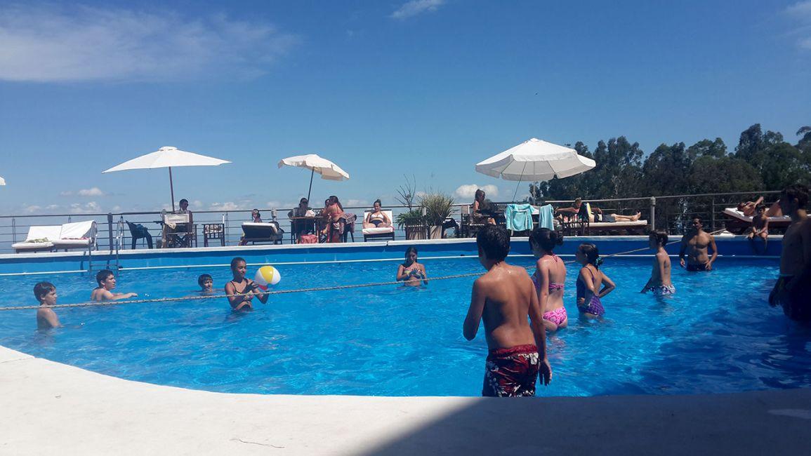Album de fotos la piscina hotel 4 estrellas en san for En la piscina